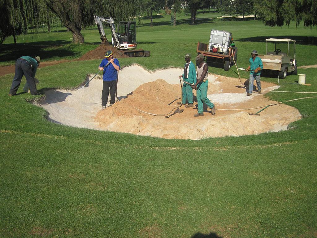 Hole 5 applying bunkertac